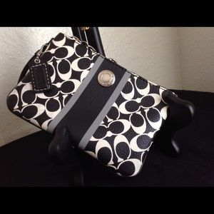 Coach Wristlet Black & White 4 x 6